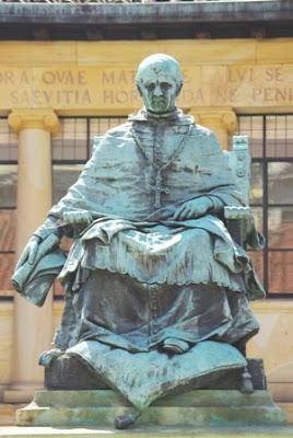 Oviedo, escultura Fernando de Valdés Salas