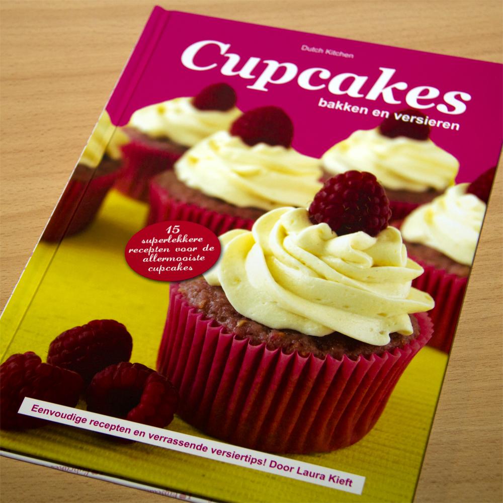 Hettaartenbakkertje: Review, Cupcakes bakken en versieren van ...