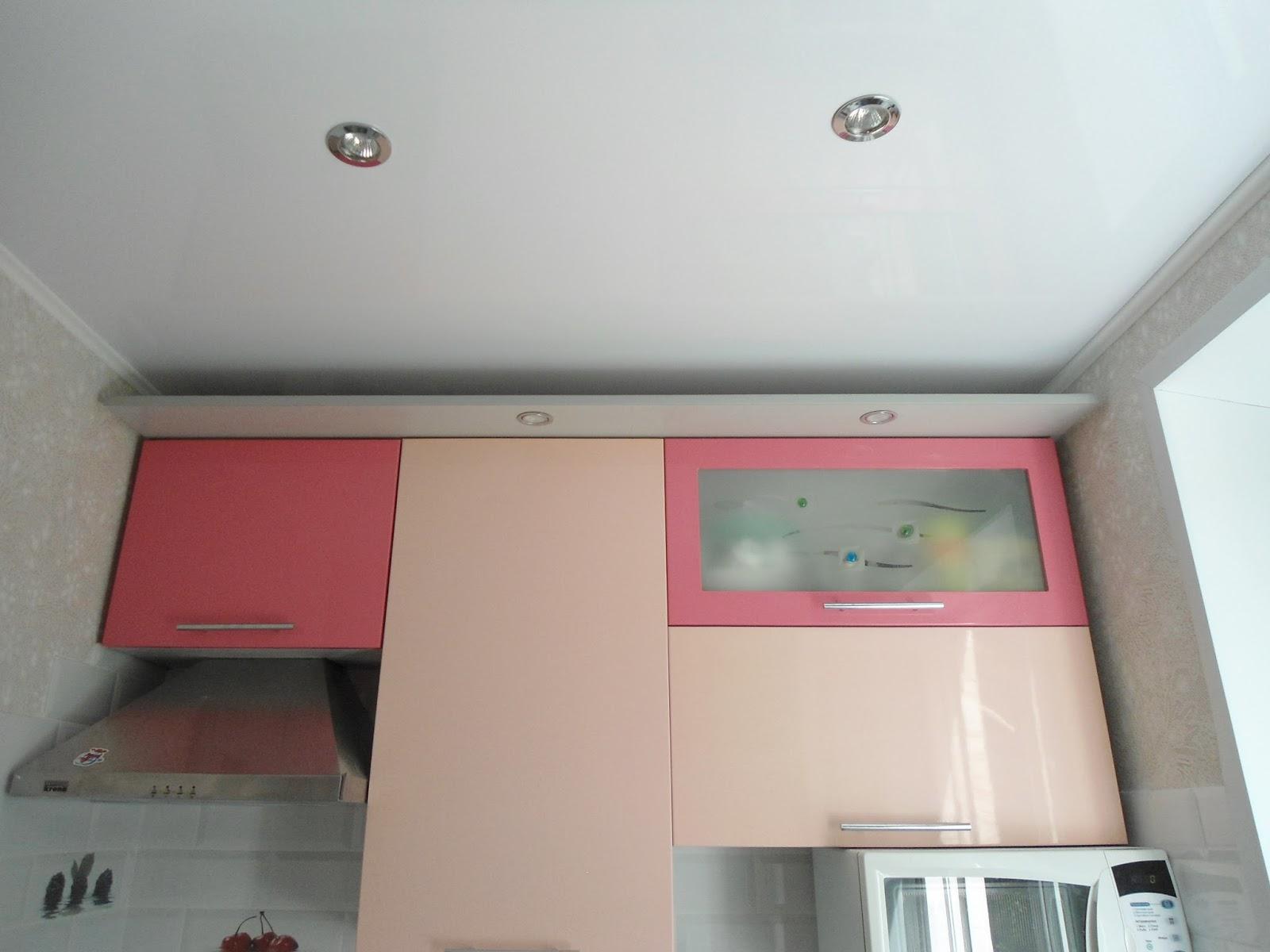 208Кладем фартук на кухне