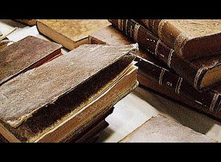 Libros antiguos en la feria de desembalaje 2013 en el BEC-