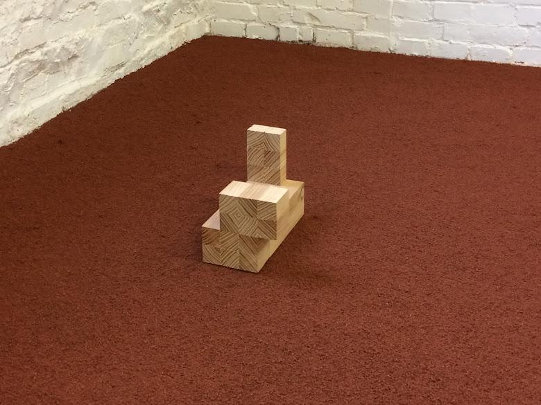 'IETS X', 2015, 16 x 22,5 x 12,7 cm., hout.