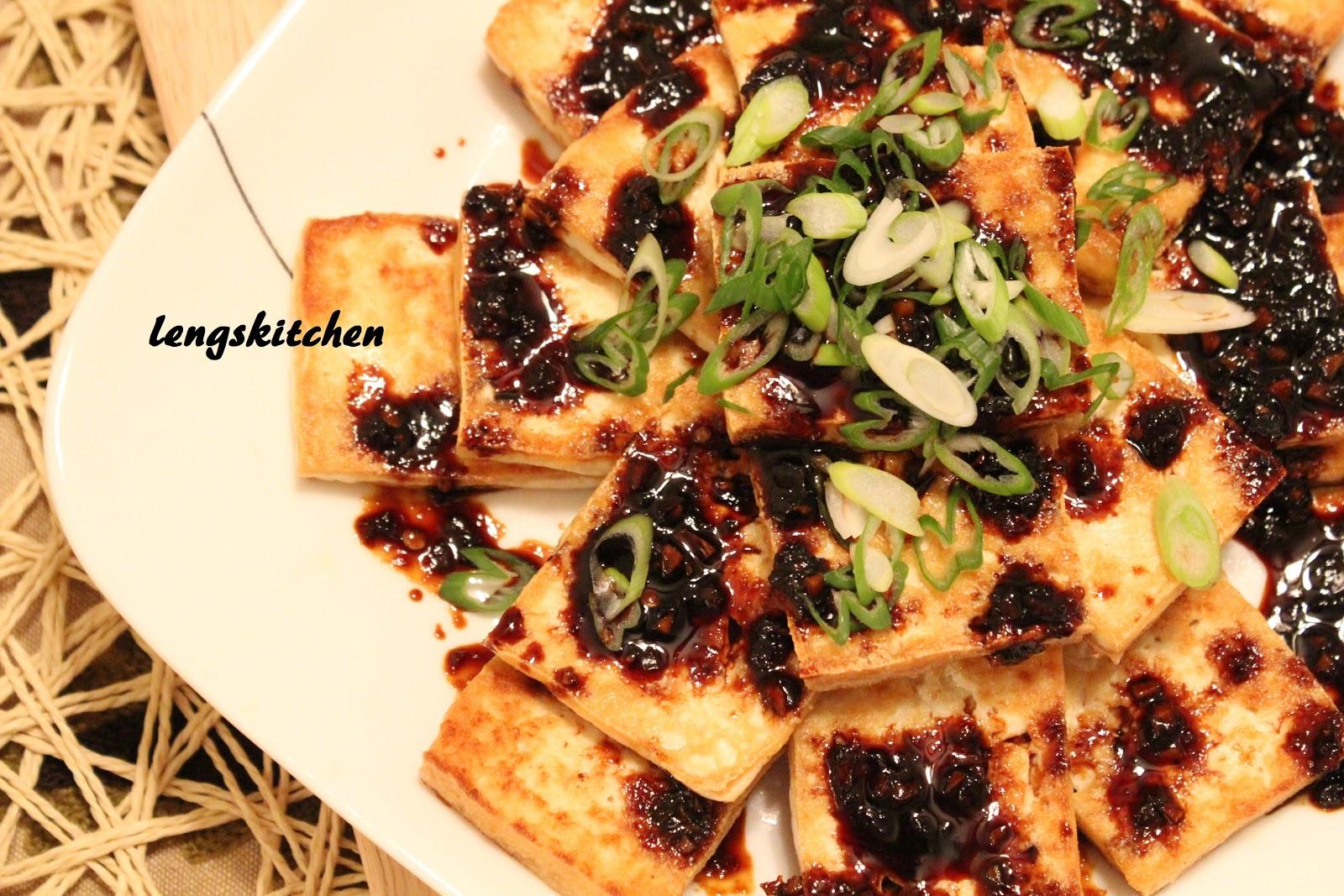 Pan Fried Tofu with Dark Sweet Soy Sauce 油煎黑酱油豆腐