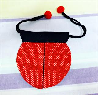 linda bolsa joaninha com tecido poá vermelho e branco