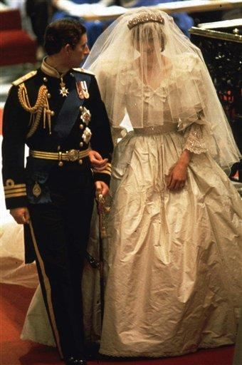 princess diana wedding dress pictures. Princess Diana: Elizabeth