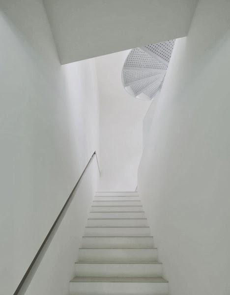 white stairs design with recessed handrails