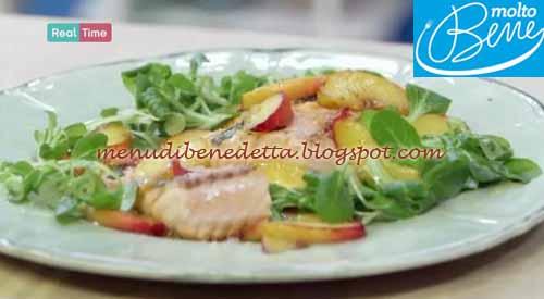 Insalata di salmone e pesche ricetta Parodi per Molto Bene