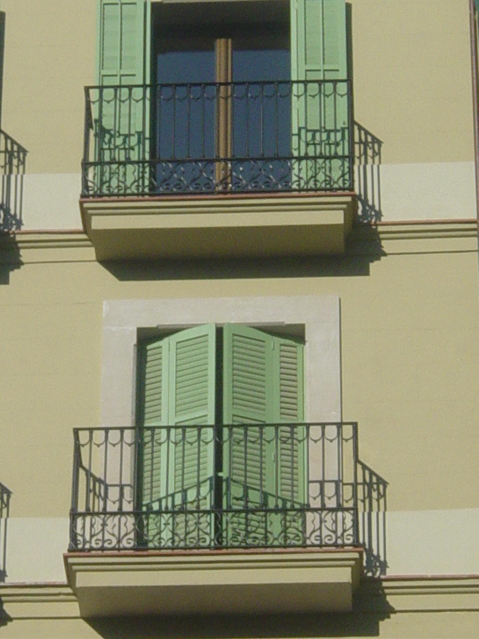 Escaleras de interior a medida escaleras de interiores - Rejas para balcones ...
