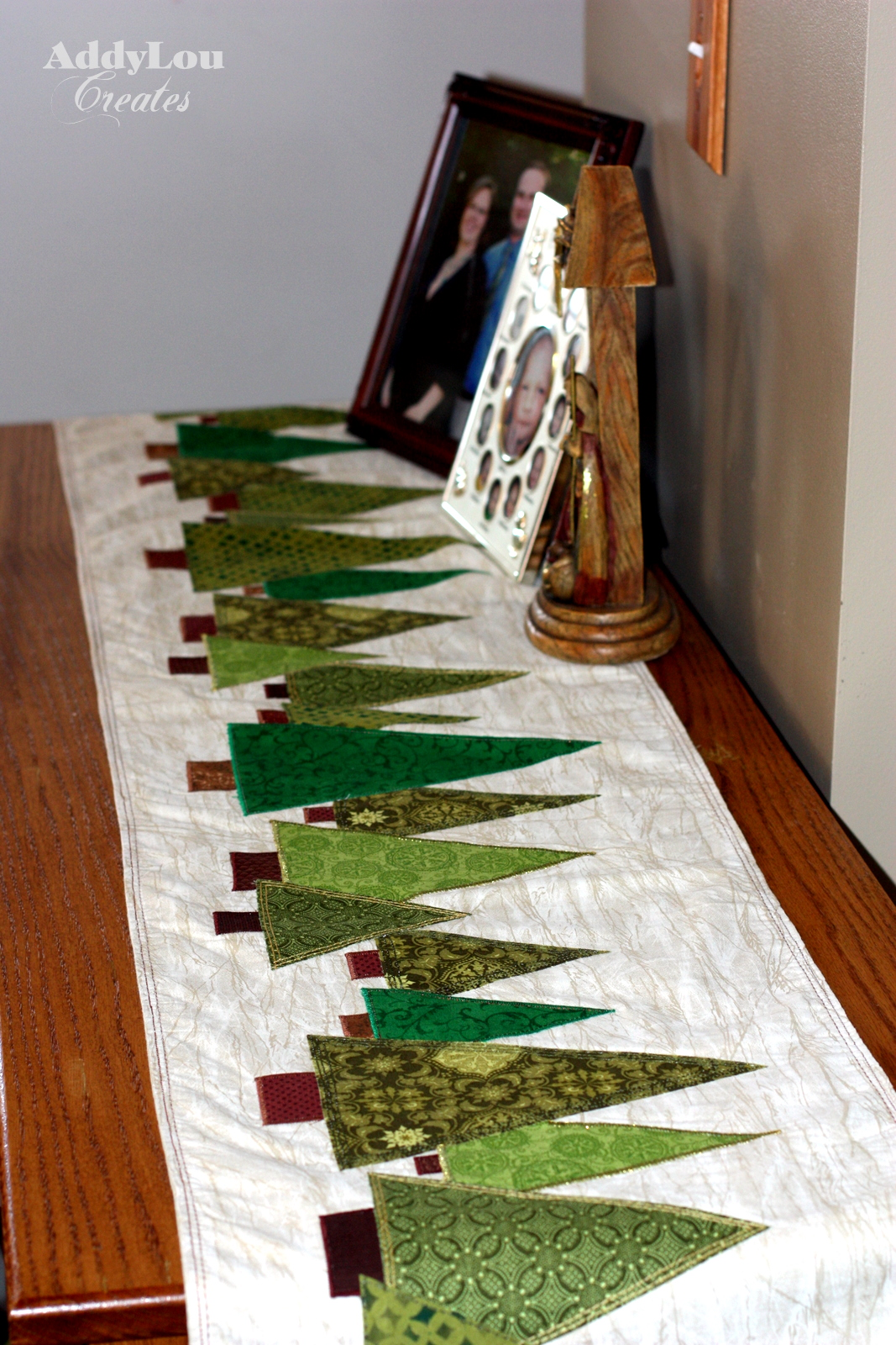 addy lou creates handmade christmas cheer tree table runner tutorial. Black Bedroom Furniture Sets. Home Design Ideas