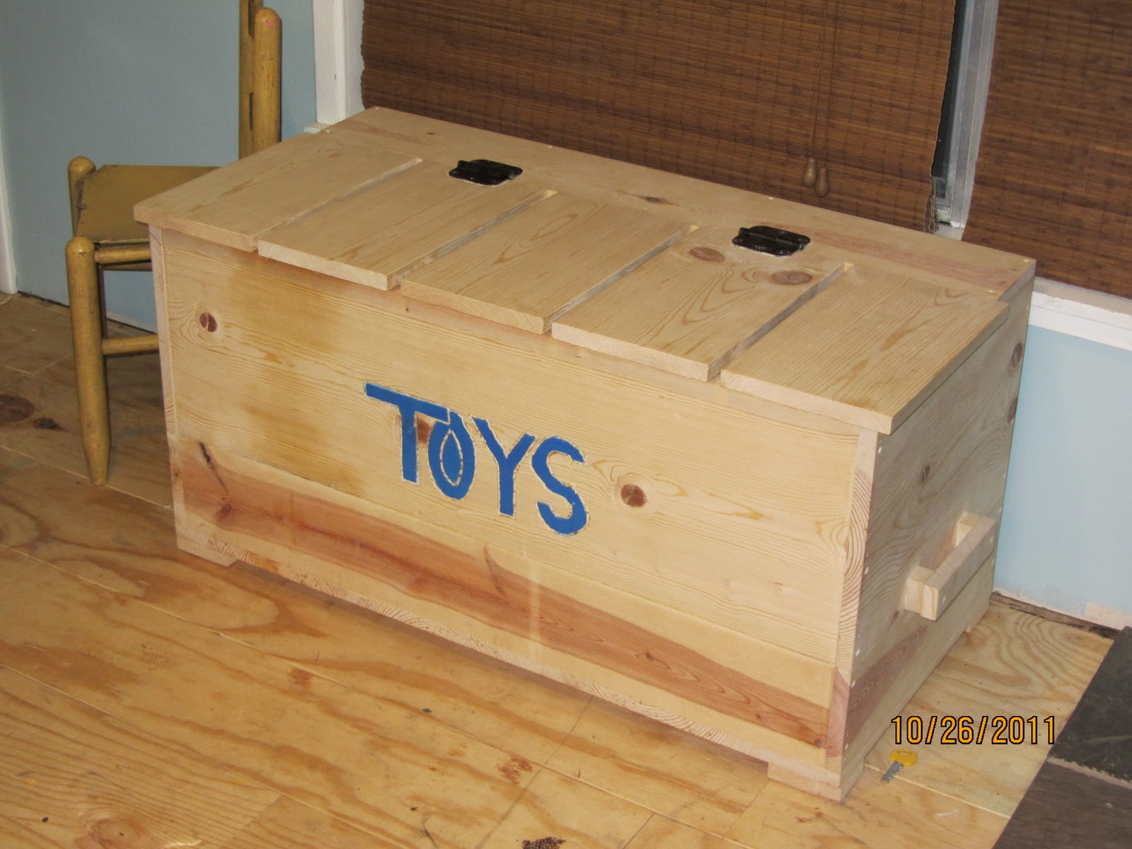 Shiloh & Sanity: Homemade Toy Box...