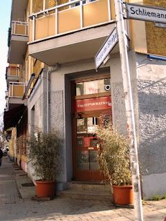 Berlin Bars - Couchsurfing bar - Soupanova