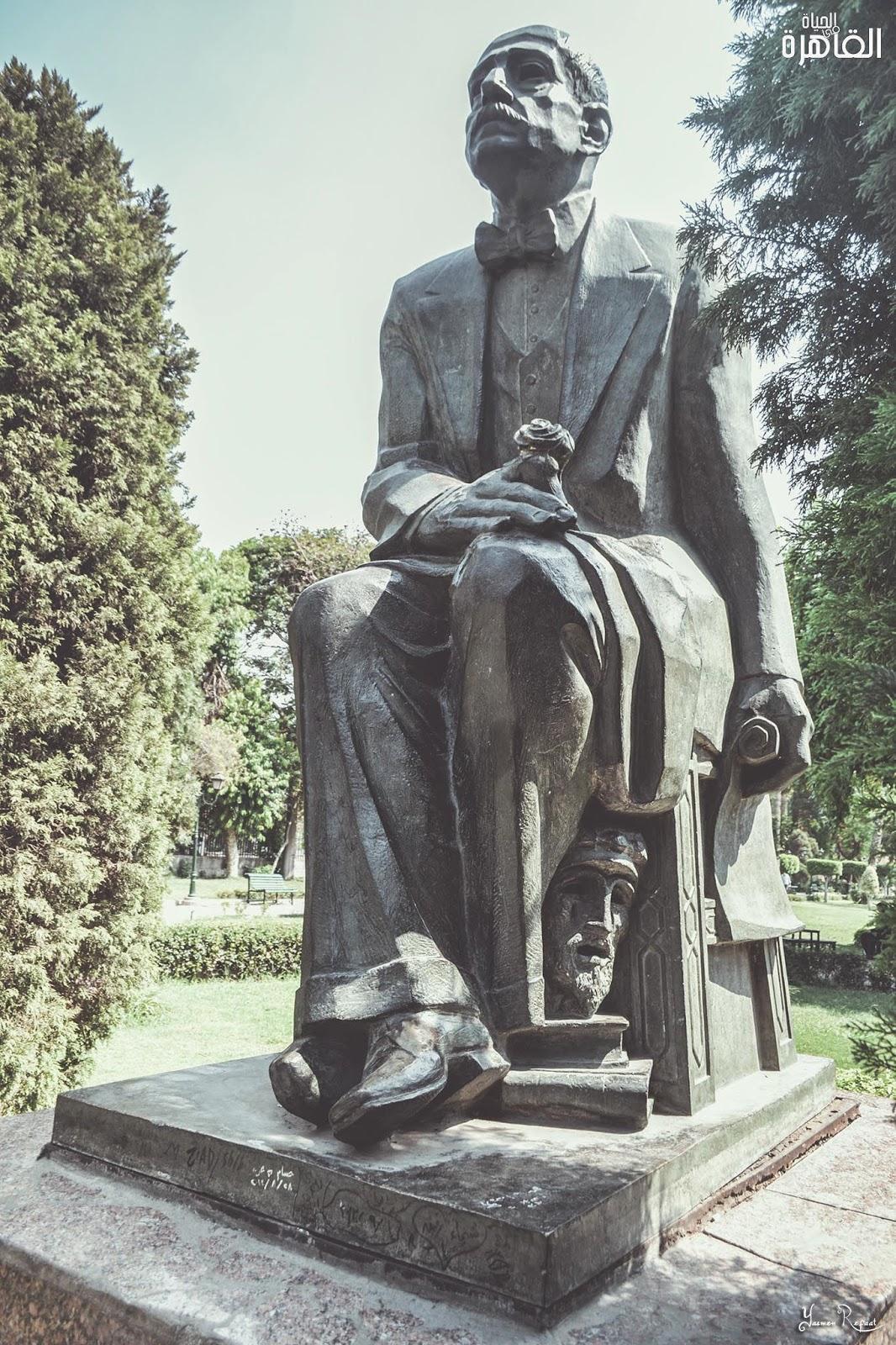 تمثال أحمد شوقي بحديقة الحرية والصداقة. من أعمال النحات جمال السجيني - الحياة في القاهرة