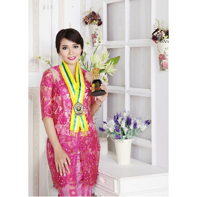 model kebaya wisuda broklat warna pink dengan model dress