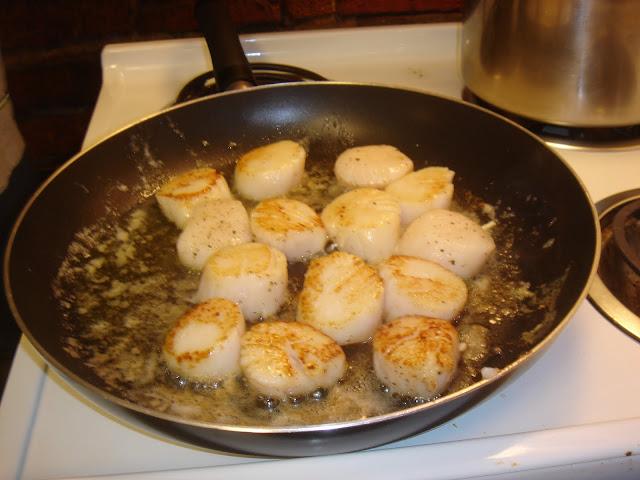 The New Chef's Journal: Sea scallops in saffron cream sauce