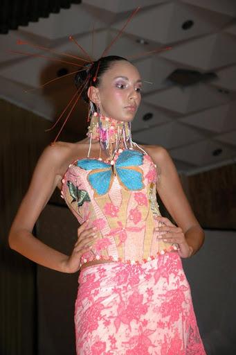 Encyclopedie de la mode gabonaise best tenues de raphia for Tenues vestimentaires et vestes pour mariages