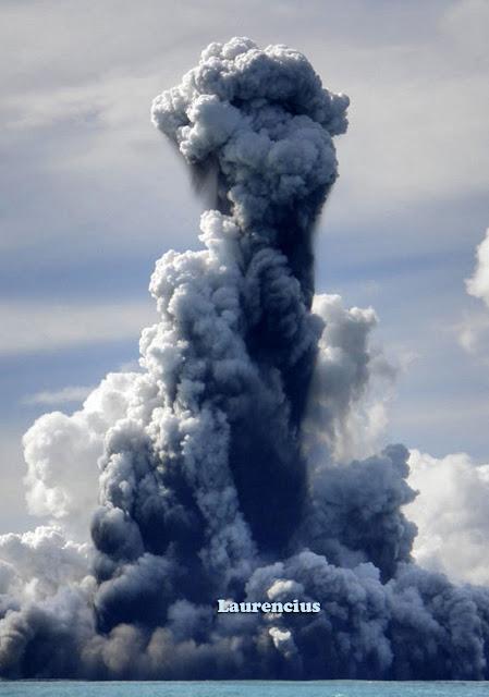 Foto-Letusan-Gunung-Api-Bawah-Laut_7