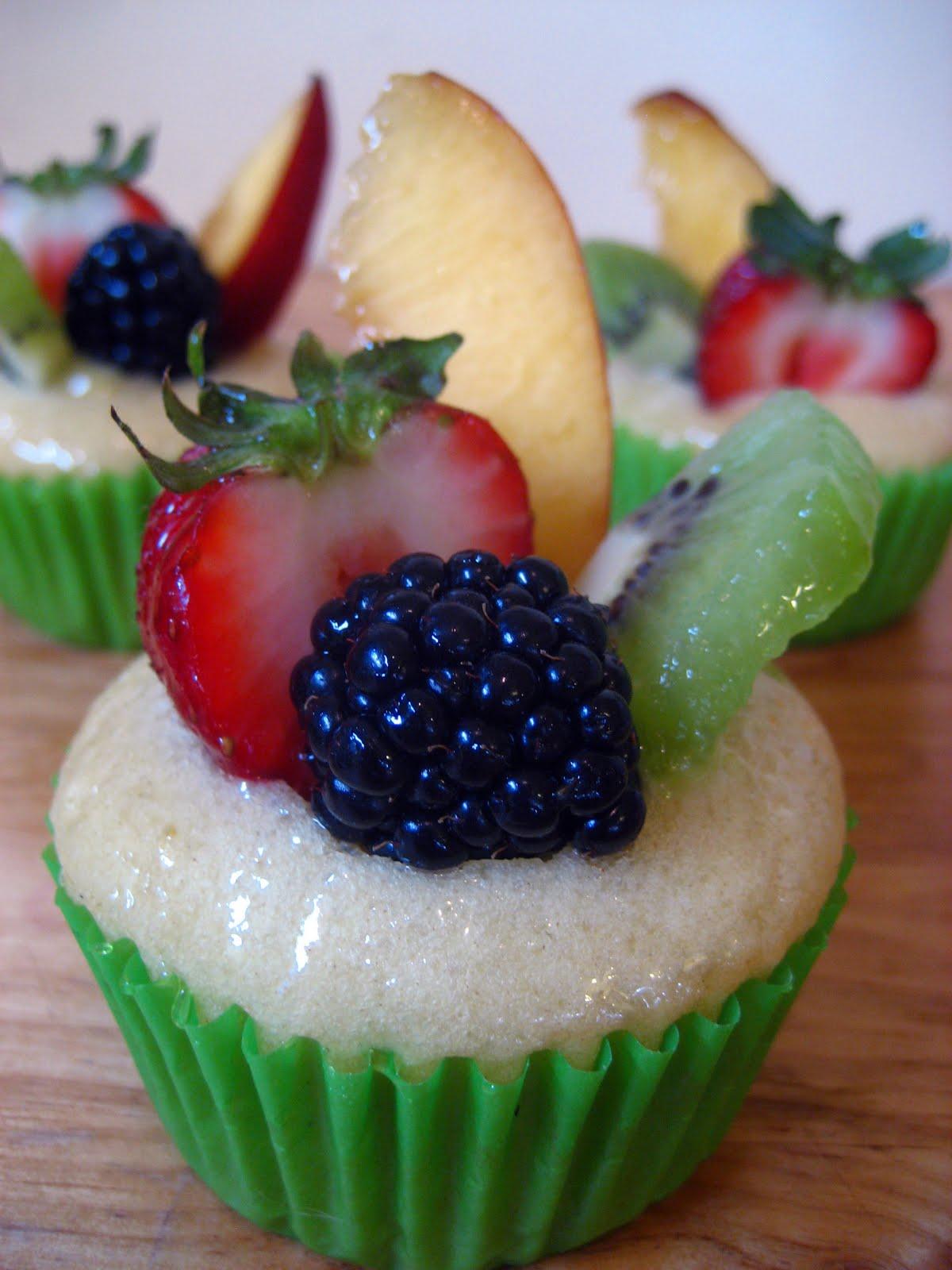 Sweet Elites Vegan Cupcakes: Fruit Tart Cupcakes