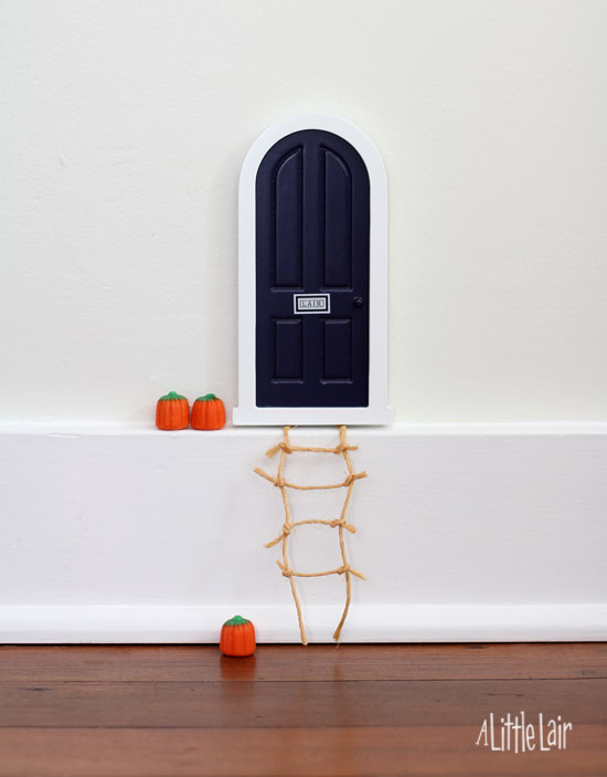 Fairy door with pumpkins for Halloween. | A Little Lair.