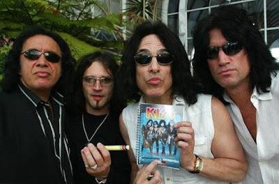 Integrantes de Banda Kiss sin maquillaje y sin ropa extravagante
