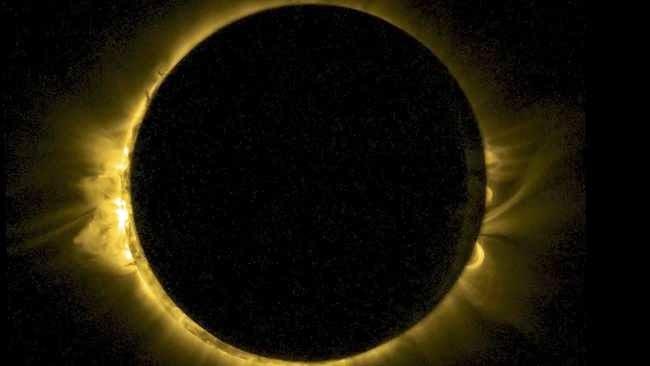 Foto Gerhana Matahari Total Tahun 2015 Bumi Gelap