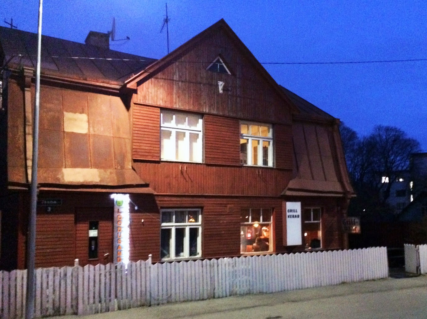 Where to eat in estonia n mme kebab for Classic kebab house stechford