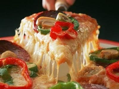 عمل البيتزا وكيفية تحضير البيتزا هت الايطالية الاصلية بالجبنة المازرولا
