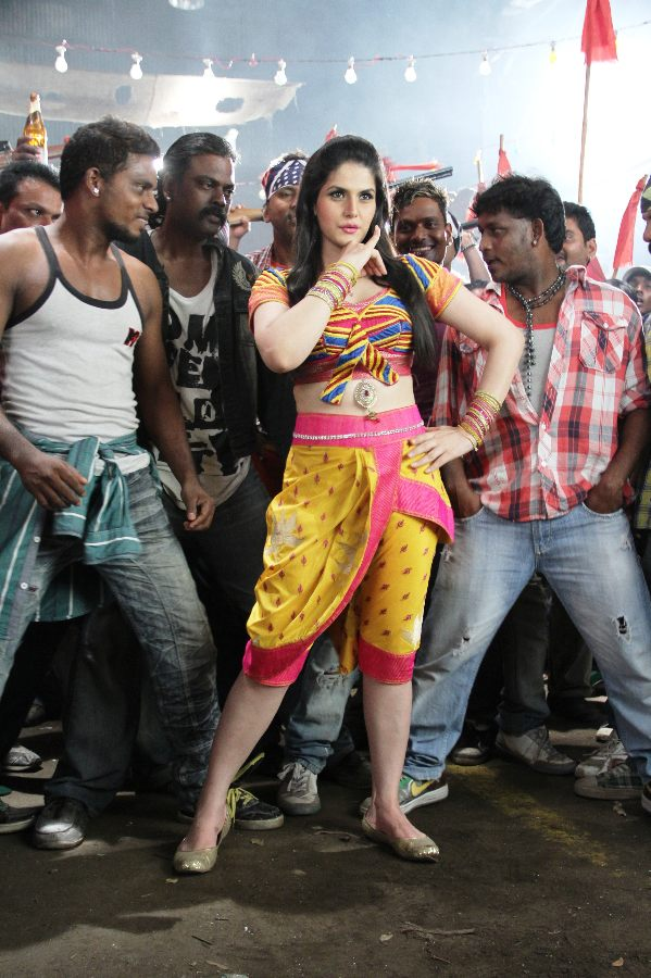 Zareen Khan at Naan Rajavaaga Pogiren Shooting Spot Cute Pictures