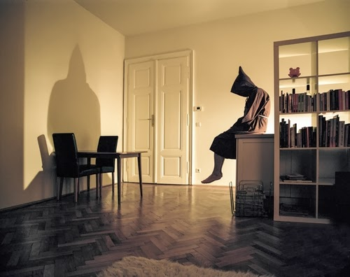 01-Austrian-Freelance-Photographer-Klaus-Pilcher-What-to-do-Between-Halloweens-www-designstack-co