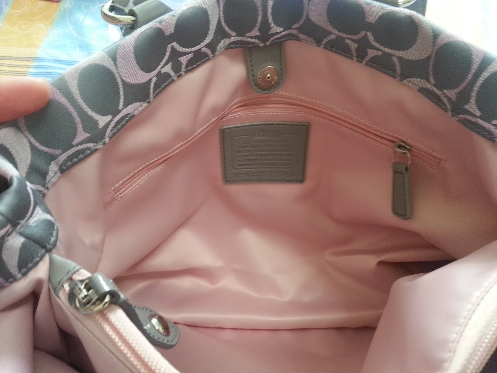 coach pink and gray purse aujs  COACH ASHLEY SIGNATURE CARRYALL BAG PURSE SILVER GRAY PINK F18450 ASHLEY 3  COLOR SIGNATURE CARRY ALL STYLE F18450 Three color signature sateen fabric  with