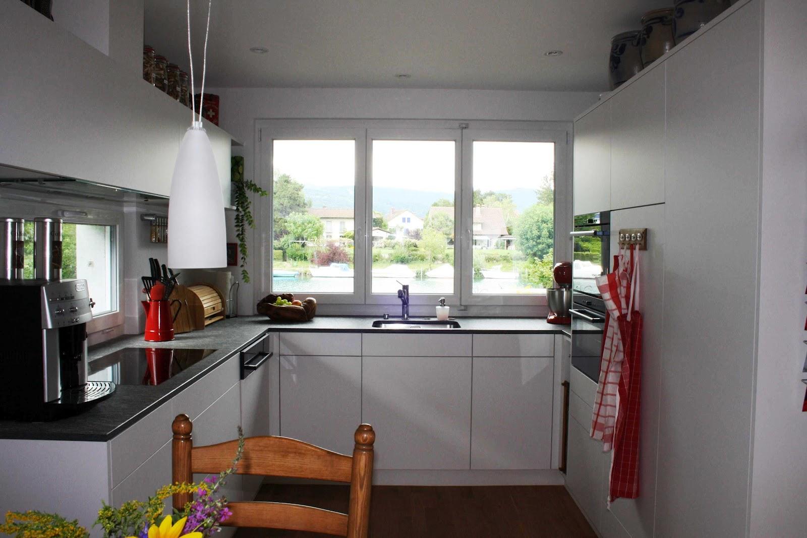 Küchenblog Weisse Küche mit roter Dekoration