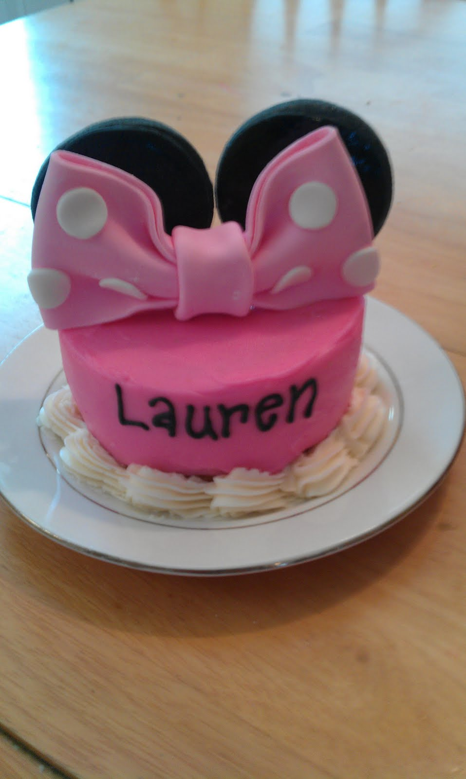 Smash cake cake for a Minnie Mouse First birthday party!
