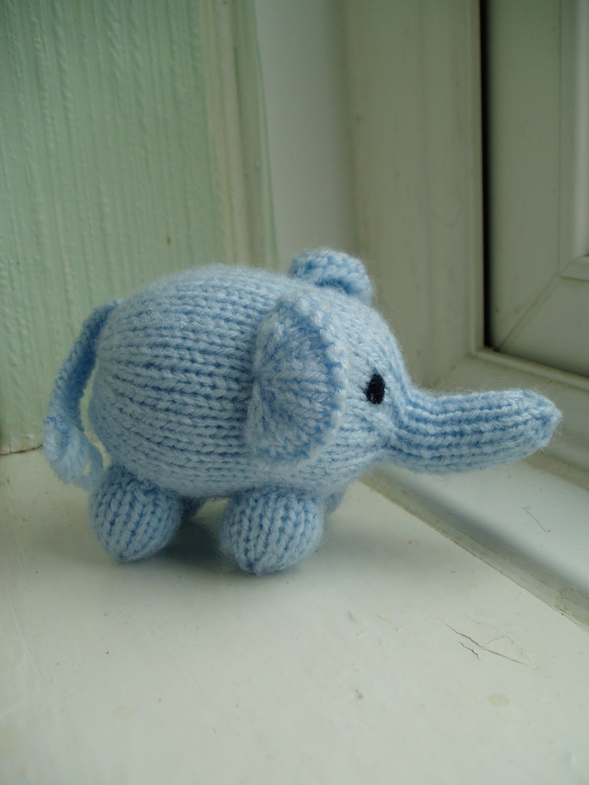 Knitted Elephant Pattern : Free Pattern - Mini Elephant