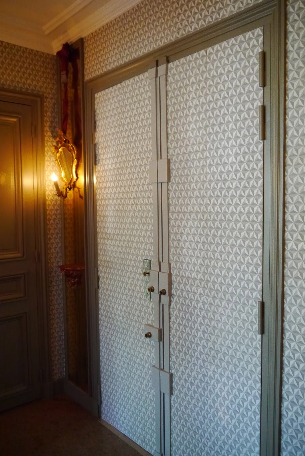 Paris chez antoinette poisson papier dominot pointe de diamant - Habillage porte d entree ...