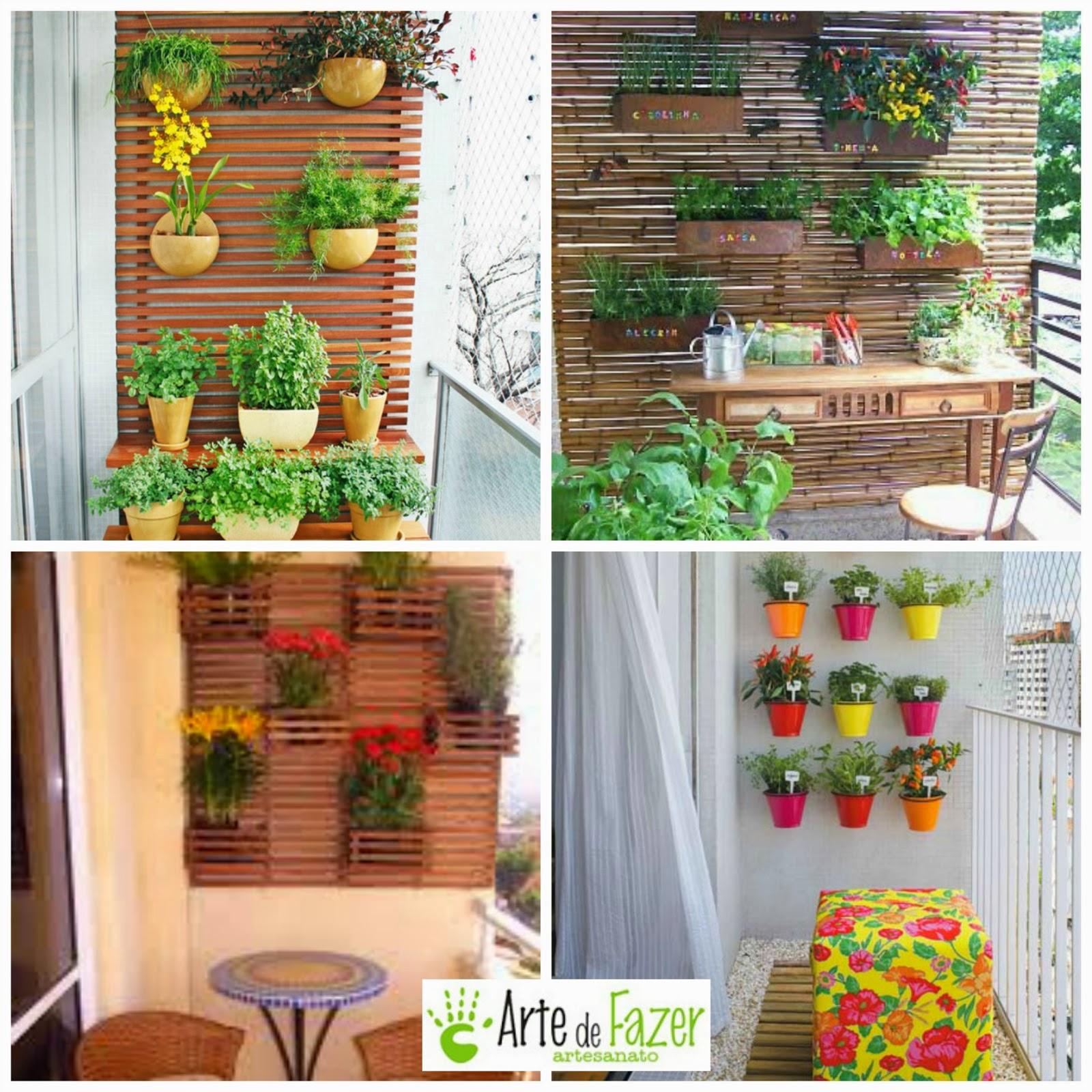 Varanda com plantas na parede