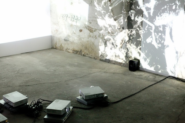http://2.bp.blogspot.com/-brE0usNNu38/UxuUVUMPutI/AAAAAAAAQqg/lDWa6OIGLZ8/s1600/Christoph+Schlingensief+exhibition+Art++instalation+stilinberlin-schlingensief-kw-2-905x603.jpg