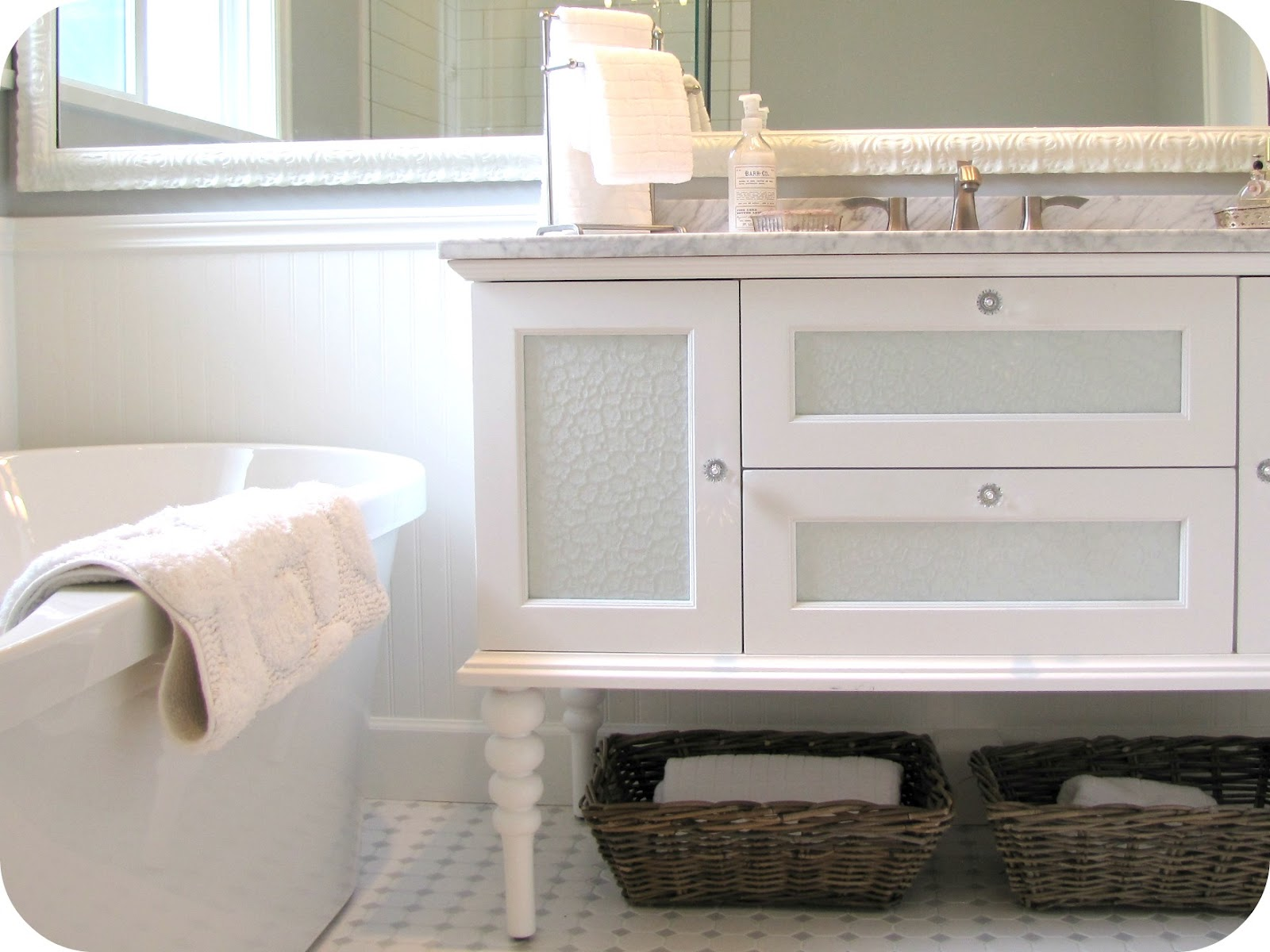 White Antique Style Bathroom Vanity