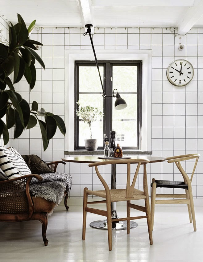 Coffee in the sun zweedse cottage met wishbone chairs - Dining barokke ...