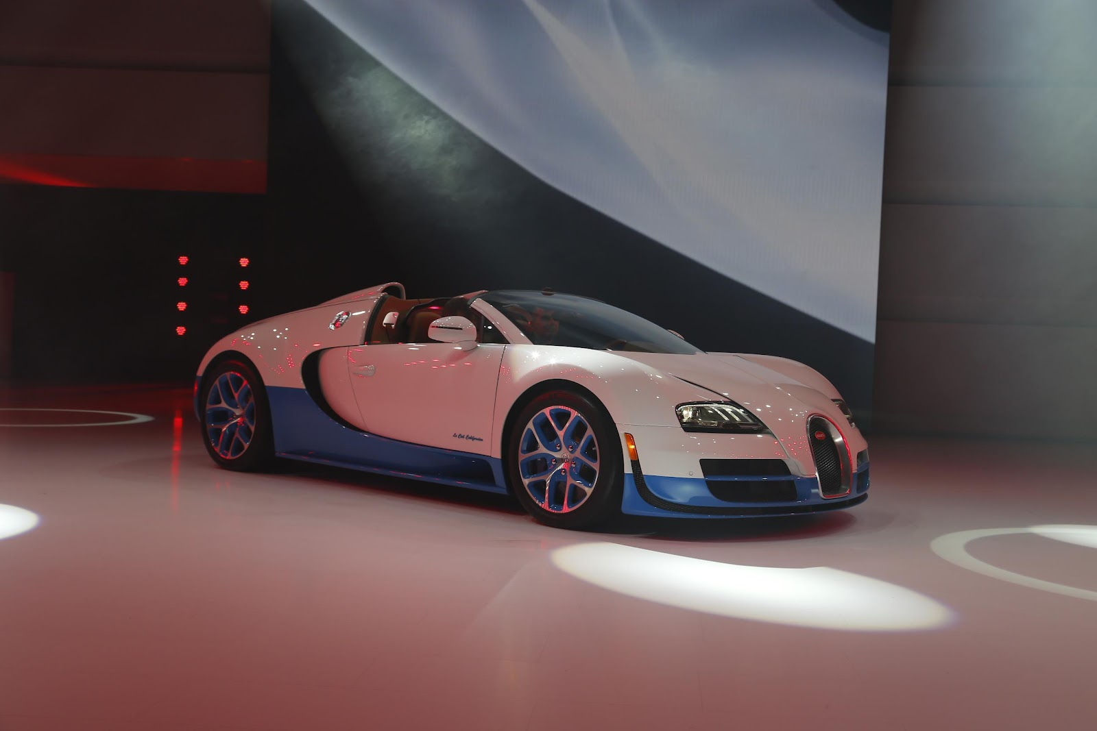 paris motor show bugatti veyron 16 4 grand sport vitesse. Black Bedroom Furniture Sets. Home Design Ideas