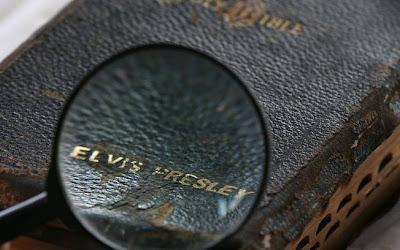 bíblia que pertenceu a Elvis Presley