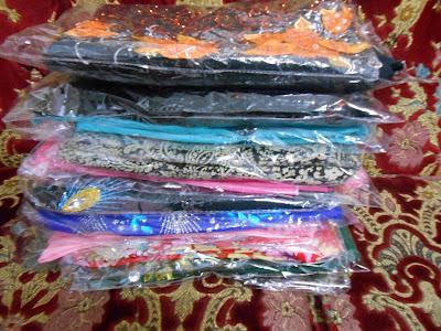 timbunan kain pasang yang ibu beli masa pergi Vietnam hari tu.