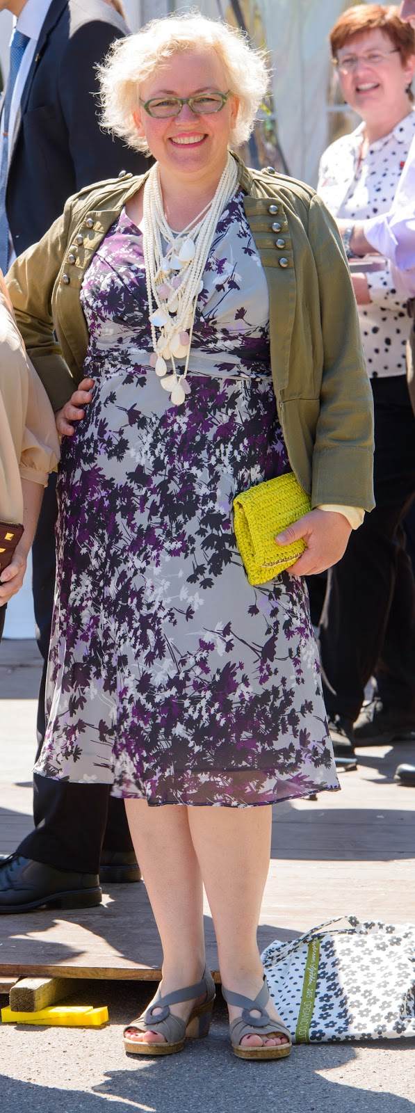 Michael Quist photo of Kaffesoester in CC dress with neon clutch