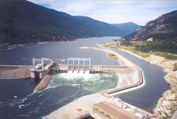 Hugh Keenleyside Dam, a run-of-river hydropower station operated by BC Hydro, and the Arrow Lakes Generating Station (Credit: BC Hydro) Click to enlarge.