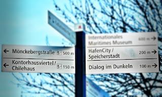 Wegweiser Hamburg zur Speicherstadt und zum Kontorhausviertel