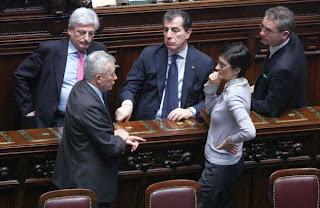 Condannato, riciclato, con stipendio da 200 mila euro