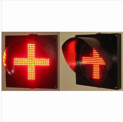 Hình ảnh đèn tín hiệu giao thông chữ thập D300 màu đỏ