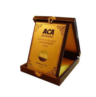 plakat kayu award, super brand plakat, contoh plakat kristal, 0856.4578.4363, www.rumahplakat.com