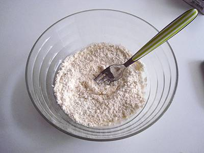 Ciambella gorgonzola e noci: primo passaggio