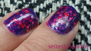 Contrast Glitter Manicure