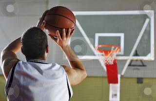 http://tutorialolahraga1.blogspot.com/2015/09/cara-meningkatkan-akurasi-shooting-basket.html
