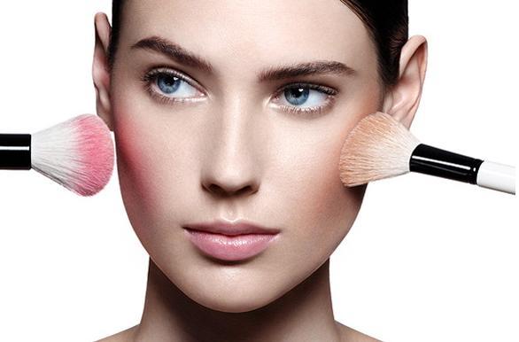 Truques de maquiagem pra valorizar o rosto