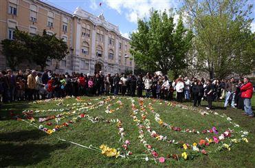 Centenas de pessoas protestaram contra o encerramento da Maternidade Alfredo da Costa